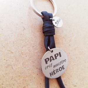 Papi eres nuestro héroe. NEGRO